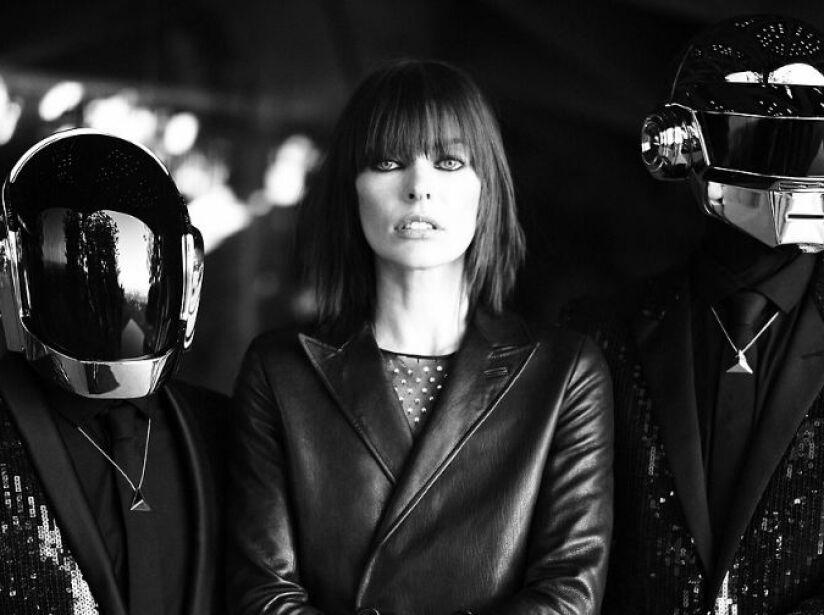 Ni los robots de Daft Punk pudieron resistirse a la sensualidad y talento de Milla Jovovich, ¡suertudos!