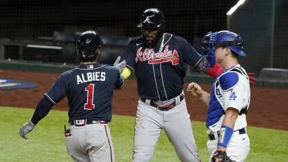 Los Angeles Dodgers lograron mantener el juego empatado duarnte 8 entradas y en la novena, los Braves se separaron al marcar cuatro carreras y firmar su victoria 5-1.