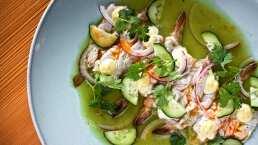 Cocina de hoy: Pancho Barraza disfruta de su platillo favorito, el aguachile de camarón