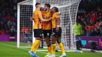 El Wolverhampton de Jiménez acumula ocho partidos sin perder en la Premier League. Moutinho (21') abrió el marcador para los Wolves y Jiménez (31') marcó el 2-0. Cook (59') marcó el descuento.