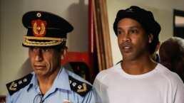 Ronaldinho, cerca de 3 meses en la cárcel y lejos de una solución