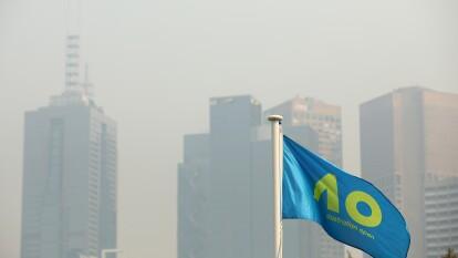 Debido a la mala calidad del aire, tenistas han tenido problemas respiratorios durante la etapa clasificatorio del Australia Open.