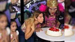 Karla Panini parodia a la niña que sopla la vela del pastel e internet enloquece
