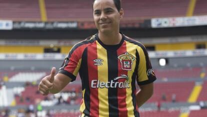 Omar Bravo de 39 años en su presentación con Leones Negros de la UdeG en el Ascenso MX.
