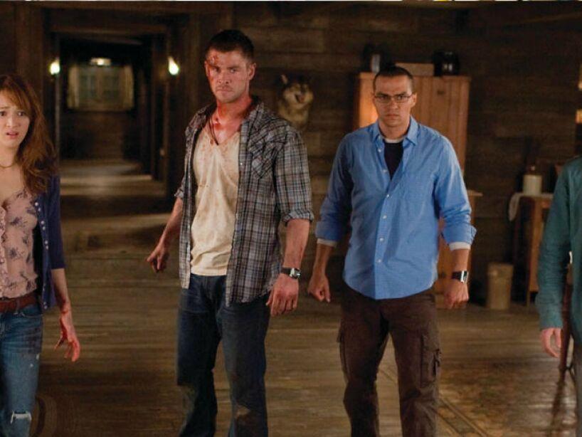 La Cabaña del Terror (2012): Unos jóvenes pasan un fin de semana huyendo de una familia de zombies que los persigue. Pero nada es lo que parece...