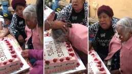 A esta abuelita le dieron tremendo pastelazo y provoca indignación en redes sociales