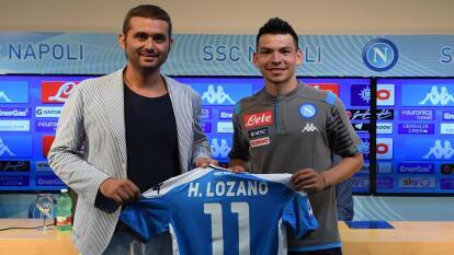 Hirving Lozano en su presentación oficial; vestira el número once.