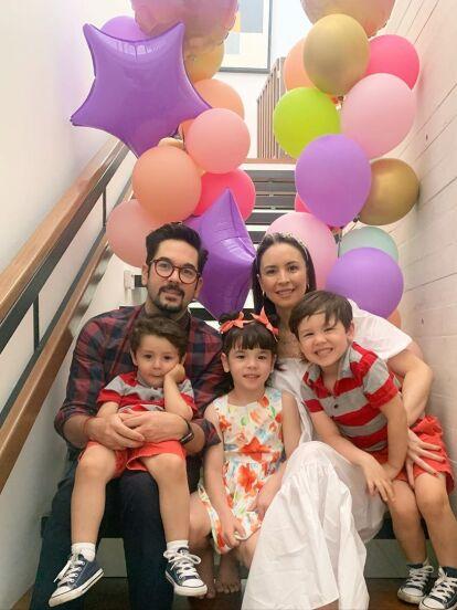 Andrea Torre está feliz por el éxito de la nueva temporada de 'Una familia de Diez', donde da vida a 'La Nena'; además porque en días reciente celebró el cumpleaños número tres de su hijo Diego, a quien le organizó tremenda fiesta temática.