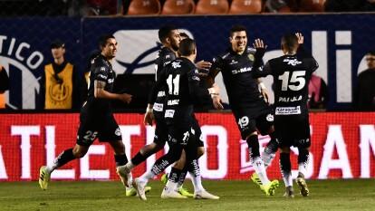 Con goles de Bruno Romo, Flavio Santos y Darío Lezcano, Bravos golea en San Luis y se queda con los tres puntos.