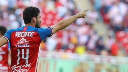 Chivas logra su primer triunfo del Apertura 2019, al vencer en casa 2-0 a Tigres, con goles de Briseño y Pulido.