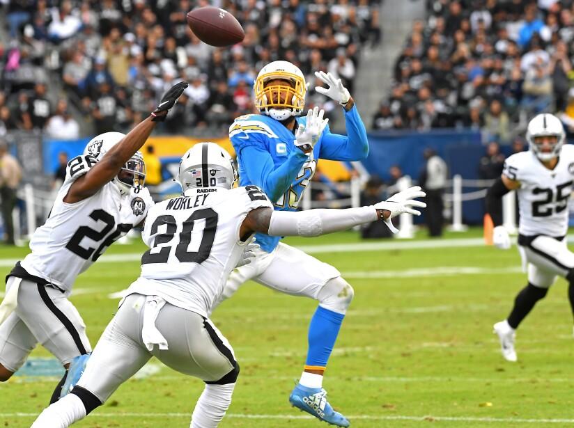 En su visita al StubHub Center, el marcador final fue de 24-17. Raiders y Chargers quedan en segundo y cuarto lugar de su división, respectivamente.