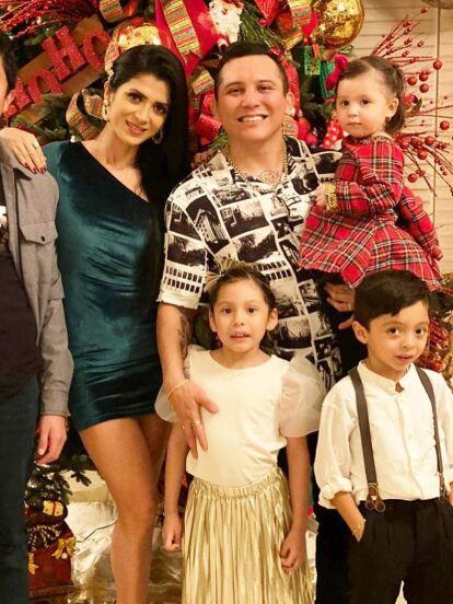 Gianna, hija de Edwin Luna y Kimberly Flores, llamó la atención por su reciente bautizo, pero conoce a los hijos e hijastros poco conocidos del vocalista de La Trakalosa de Monterrey