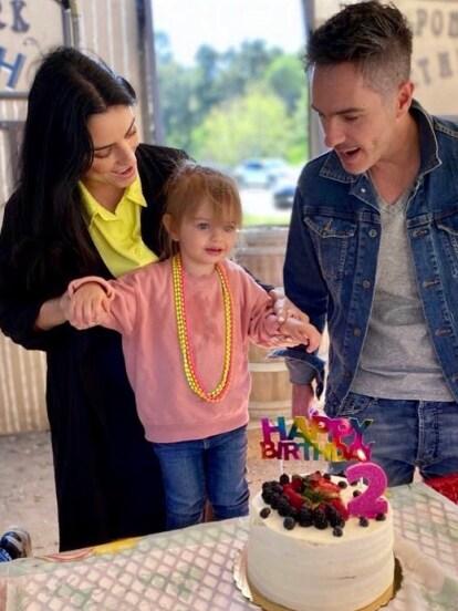 El pasado 25 de febrero, Kailani Ochmann Derbez celebró sus primeros dos años de vida, por lo que Aislinn Derbez y Mauricio Ochmann le organizaron una fiesta de cumpleaños el pasado fin de semana al estilo campirano. ¡Mira todas las fotos!