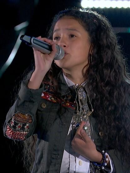 Evelyn arrasó con su enorme voz e impecable interpretación con un tema que es especial para Yuri y Carlos Rivera 'Ya no vives en mi'