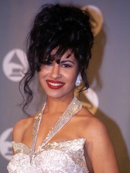 El 31 de marzo de 1995, la cantante estadounidense de origen mexicano Selena Quintanilla perdió la vida a manos de la entonces directora de las boutiques donde se vendían diseños de la cantante, Yolanda Saldívar.