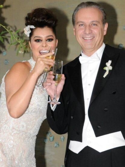 Juan Collado, detenido el martes en un restaurate de la CDMX por presunto lavado de dinero y delincuencia organizada, inició una relación con la actriz Leticia Calderón en 1999 y tras rumores de infidelidad se casó con Yadhira Carrillo en 2012.