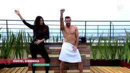 Daniel Sisniega prepara un nutritivo licuado... y un sensual baile