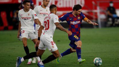 Diego Carlos es el encargado de marcar al astro argentino Lionel Messi para evitar que marque el 1-0.