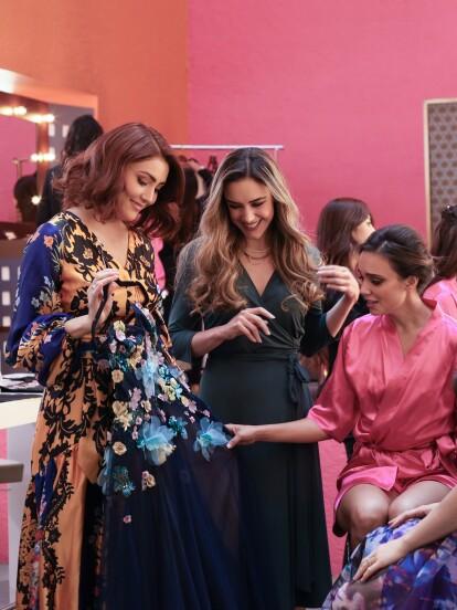 Todo estaba listo para que el atelier de 'Helena Vargas' impactara en la semana de la moda en Madrid, pero nadie de ese equipo contaba con el plan que 'Yolanda Pratas' tenía contra ellas.<br><br>'Majo' presenta a 'Camila' el vestido con el que engalanaría la pasarela.</br></br>