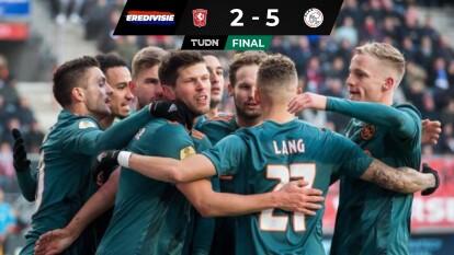Noah Lang se estrena con titularidad en el Ajax y, con 20 años cumplidos, anota su primer hat-trick, un talento a seguir definitivamente. Twente sufre derrota 2-5 ante el Ajax y el mexicano Edson Álvarez no tuvo participación en este encuentro.
