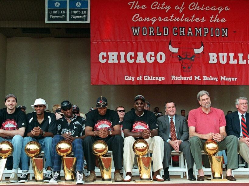 From left, Chicago Bulls players Toni Kukoc, Ron H