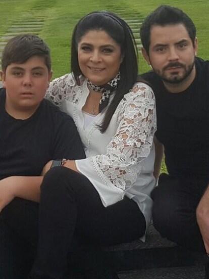 La familia de José Eduardo Derbez es enorme, pues además de tener como hermanos a Aislinn, Vadhir y Aitana, también cuenta con el cariño de Vicky y Anuar.