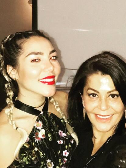 Frida Sofía confirmó que Alejandra Guzmán sí tiene un romance con su exnovio; pero no son las únicas que salieron con el mismo hombre, en estas famosas familias algunos integrantes se relacionaron también con la misma persona