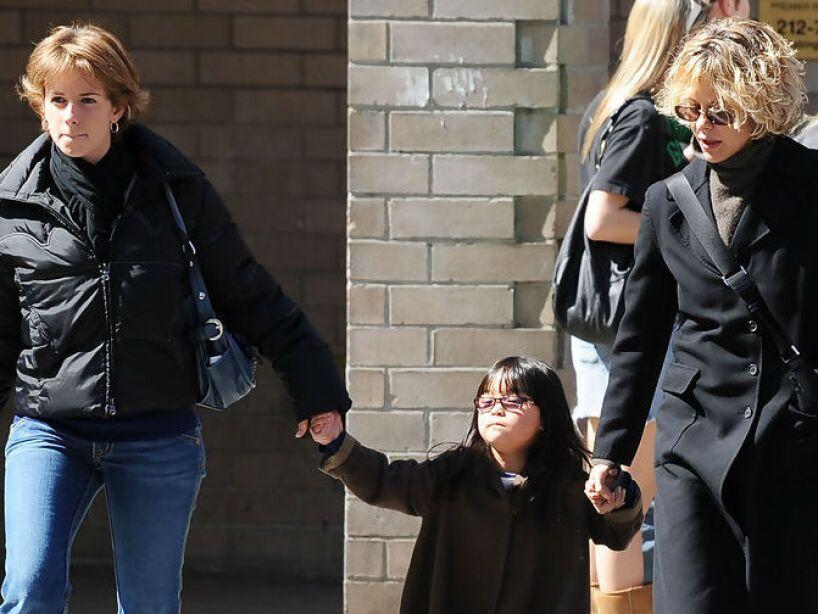 7. Meg Ryan: La actriz se divorció y en el 2006 adoptó a una niña china de 14 meses llamada Daisy True.