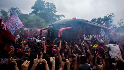 Alrededor de 100 mil aficionados se juntaron para despedir a su equipo antes de su partida a Perú para jugar la Final de la Copa Libertadores.