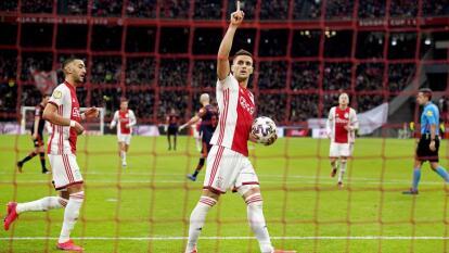 Con goles de Tadic, Traoré y Huntelaar, Ajax vence al RKC Waalwijk en casa.