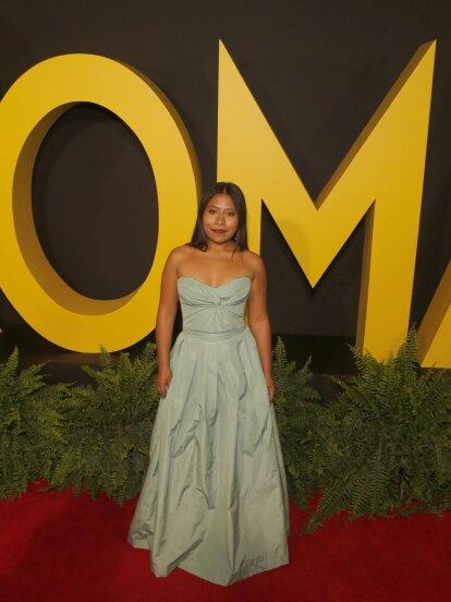 Para el estreno de 'Roma' en la Ciudad de México, Yalitza brilló en la alfombra roja con un modelo color menta de la diseñadora peruana Sandra Weil.