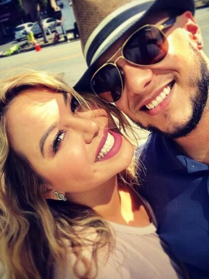 Lorenzo Méndez y Chiquis Rivera no ocultan su amor