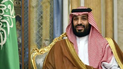 El príncipe Mohammed bin Salman ha comprado al Newcastle y ha prometido una inversión de mil millones de euros para llevarlos a la cima del futbol inglés y Europa. Pero esa no es la única locura del heredero al trono de Arabia Saudí. Te lo contamos todo.