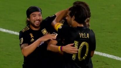 Carlos Vela marcó el primer tanto del encuentro cobrando un tiro penal al minuto 23'.