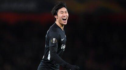 Frankfurt vence con doblete del japonés Daichi Kamada 2-1 al Arsenal en Londres. Unai Emery, director técnico del Arsenal vive momentos difíciles y más tras esta derrota.