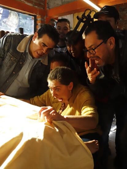"""La actriz Cynthia Klitbo realizó una participación especial en la telenovela """"Como tú no hay 2"""", donde dio vida a """"Socorro"""", la partera que ayuda a """"Luchita"""" a dar a luz a los gemelos """"Toño"""" y """"Pablo""""."""