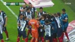 ¡Gol de Rayados! Vincent Janssen anota de penal el 1-0
