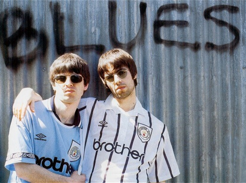 noel y liam gallager oasis manchester city.jpg