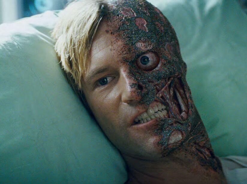 6. Harvey Dent: Sí, es tremendamente famoso pero Matt Damon pudo actuar como él en The Dark Knight.