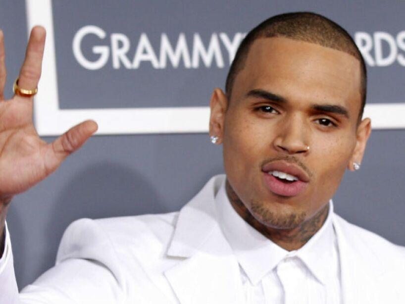 2. Chris Brown: El rapero se entregó a la policía, al ser acusado por su pareja Rihanna, de violencia.