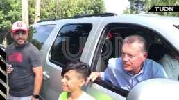 Peláez convive y responde a aficionados Chivas