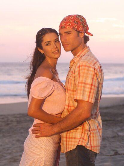 Con la exitosa retransmisión de la telenovela 'Contra viento y marea' por la señal de TLNovelas, hemos tenido la oportunidad de revivir esta apasionante historia de amor protagonizada por Marlene Favela, Sebastián Rulli y Ernesto D'Alessio.