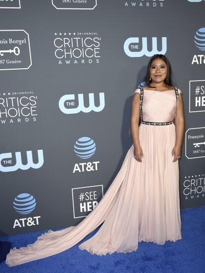 Te mostramos cómo lució la actriz mexicana Yalitza Aparicio en los Premios Critics' Choice.