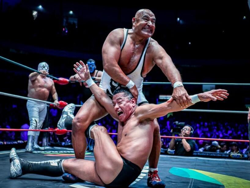 Mano Negra dice adiós a la Lucha Libre en una función llena de estrellas mexicanas.