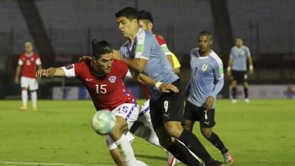Con goles de Luis Suárez y Maxi Gómez, Uruguay consigue vencer 2-1 a Chile.