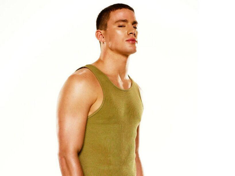 Desde temprana edad fue atlético, jugaba al fútbol americano, fútbol, béisbol y practicaba artes marciales.