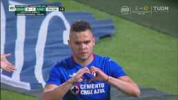 ¡'Cabecita' se lo canta a Talavera! Hace el 0-1 con polémico penalti