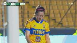 ¡Le arrebata el gol! Daniela Muñoz ataja el cabezazo de Katty