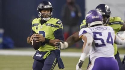 Los Seattle Seahawks consiguen ganar el encuentro en los últimos segundos del partido con un apretado marcador de 26-27 a favor.