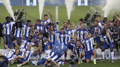 El Tecatito Corona firma su gran temporada al conseguir un nuveo título de la Liga Portuguesa con el Porto.